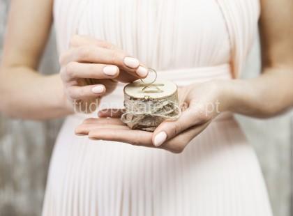 casamento porta alianças rustico